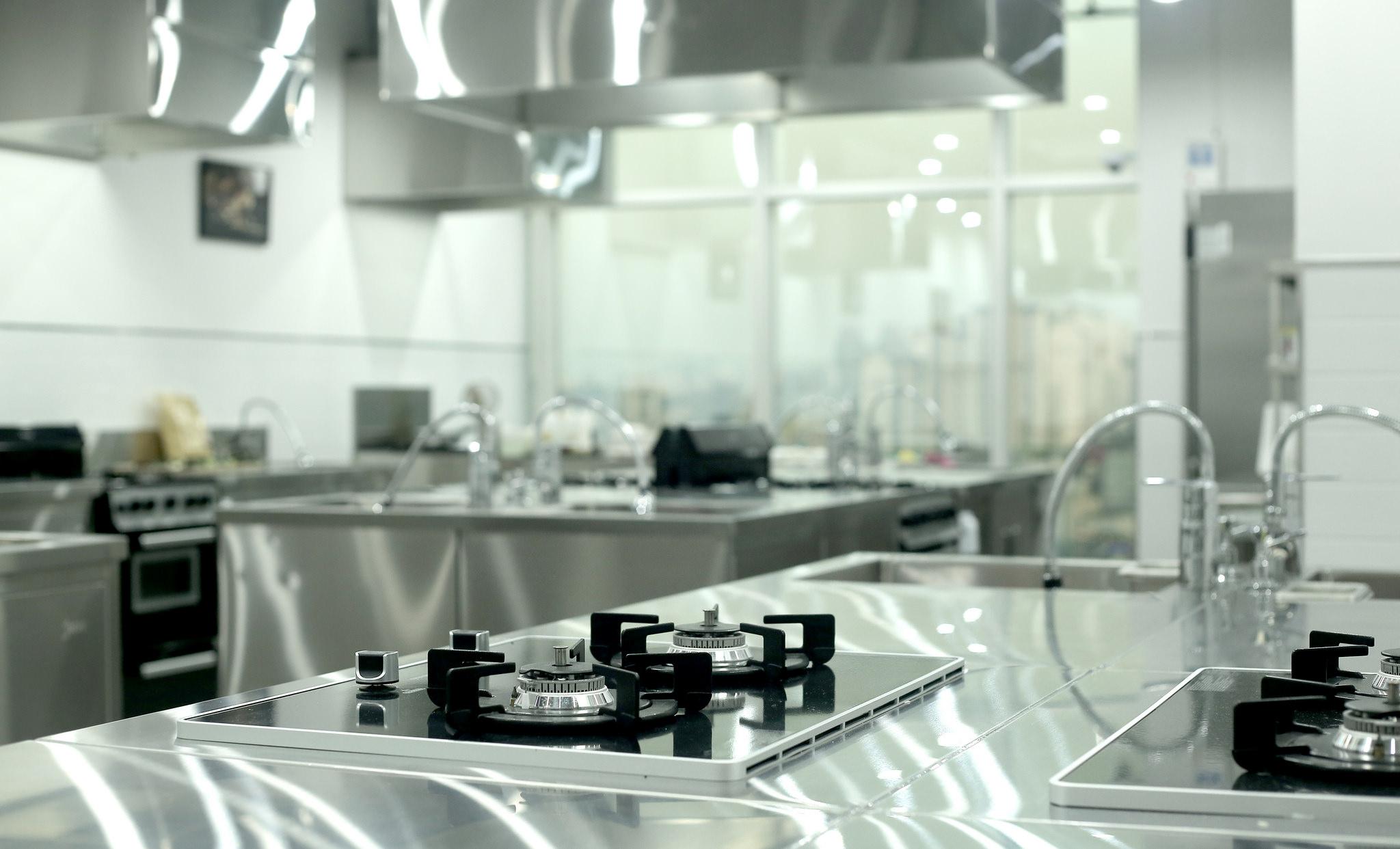 Cucine Professionali Regole Di Manutenzione E Pulizia Per Tenerle Sempre In Ordine Dinamica Store
