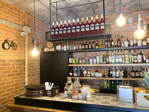 L'apertura di un american bar a Trani, dalla progettazione alla scelta dell'arredamento